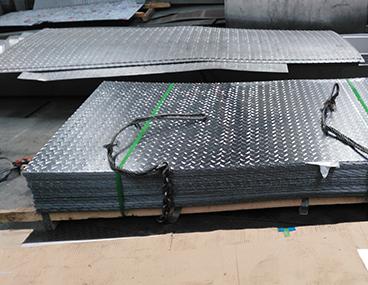 不锈钢花纹板厂